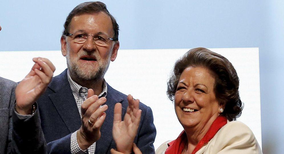 Foto: El presidente del Gobierno en funciones, Mariano Rajoy, junto a la senadora Rita Barberá en una imagen de 2015. (EFE)