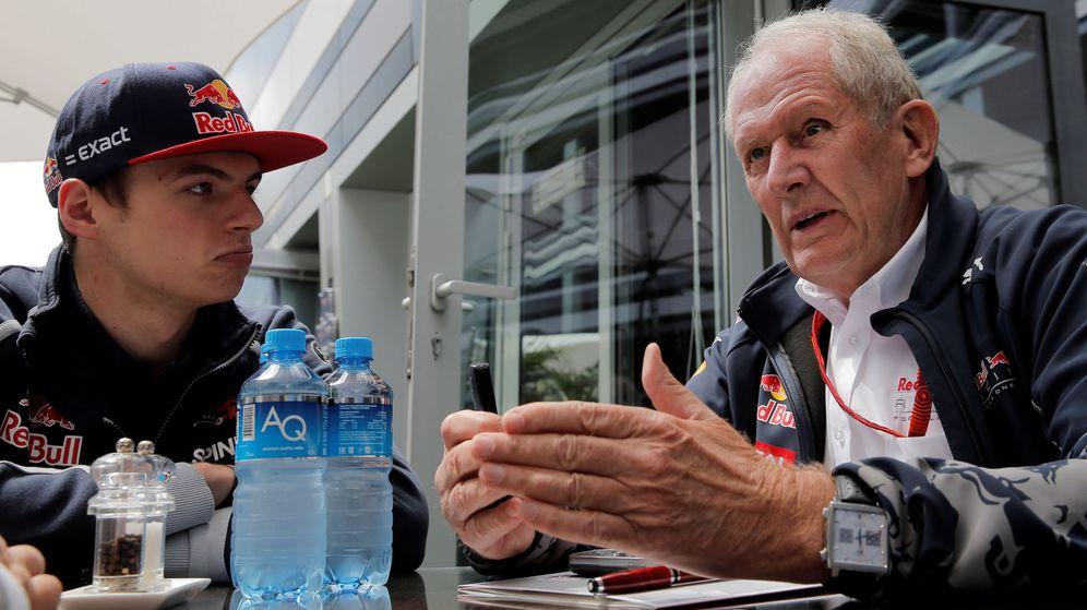 Foto: Max Verstappen junto a Helmut Marko, director del programa de pilotos de Red Bull (Maxim Shemetov/Reuters)