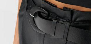 Post de El pantalón efecto cuero que estrecha la cintura está en Stradivarius