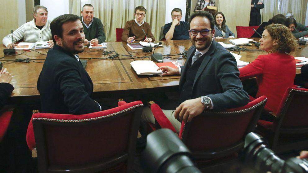 Podemos se queda solo en el intento de escenificar una negociación sin el PSOE