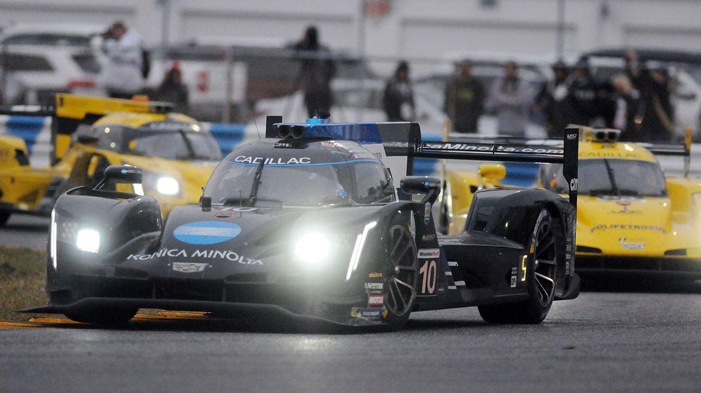 Foto: El Cadillac que conduce Fernando Alonso en las 24 Horas de Daytona. (EFE)