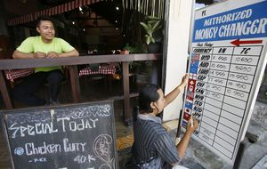 Hay dos mundos: Indonesia sube los tipos para impulsar su divisa y contener la inflación