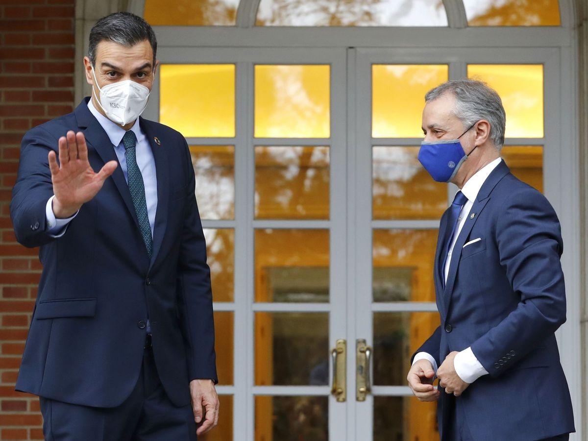 Foto: Pedro Sánchez recibe al lehendakari Iñigo Urkullu en Moncloa. (EFE)
