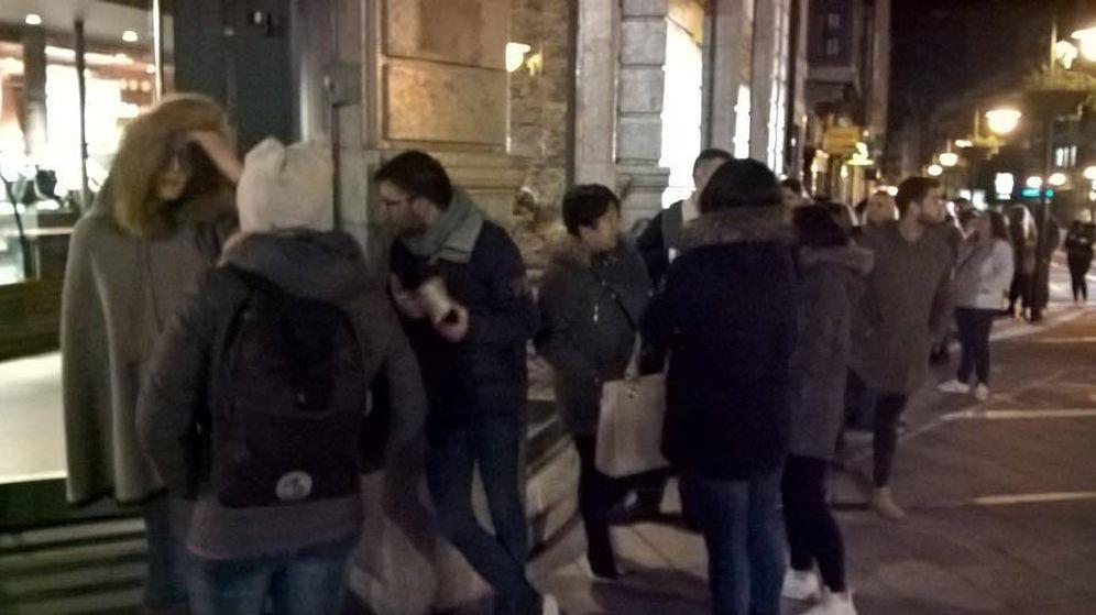 Foto: Unas 100 personas terminaron haciendo cola para la inauguración. (Artemi Suárez)