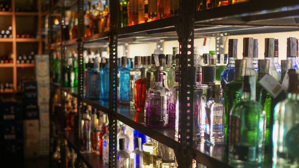 Foto: Bebidas alcohólicas en un bar. (iStock)