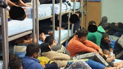 Melilla denuncia la desatención a los menas: hasta tres menores comparten colchón