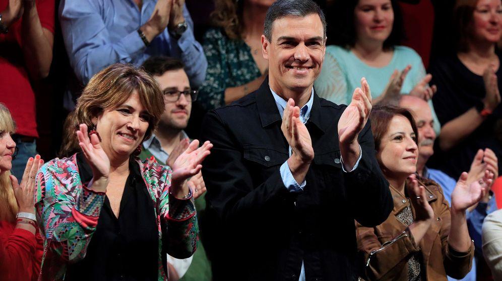 Foto: El presidente del Gobierno, Pedro Sánchez, junto a Dolores Delgado, en una imagen de archivo. (EFE)