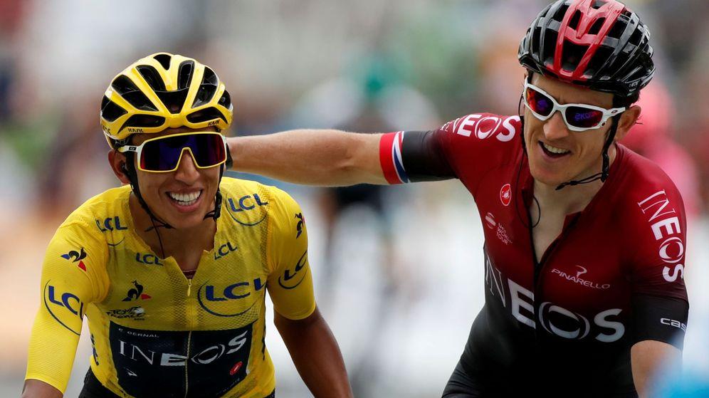 Foto: Geratin Thomas felicita a Egan Bernal tras la conquista de su primer Tour de Francia. (Reuters)