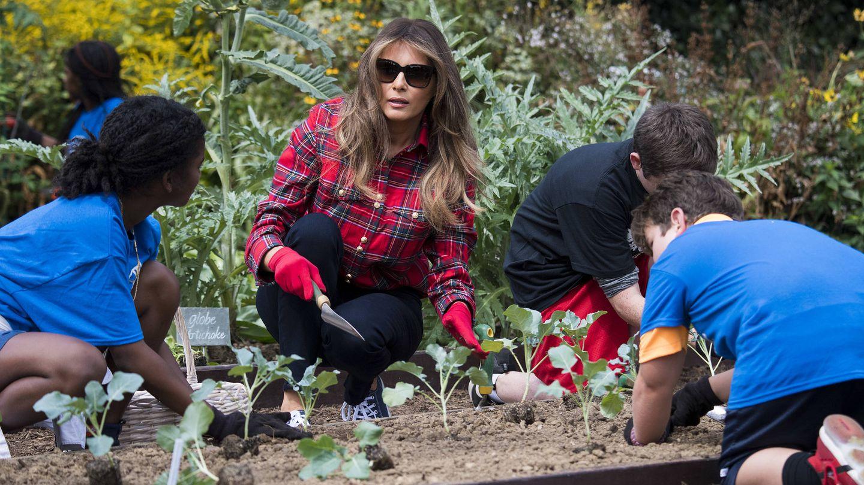 Melania Trump con su look de agricultora en la Casa Blanca. (Gtres)