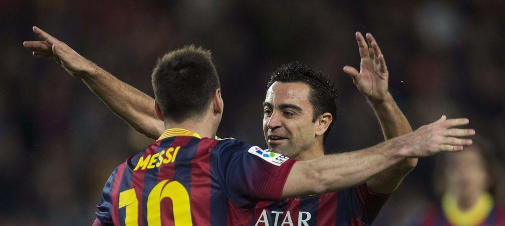 Foto: Xavio celebra con Messi un gol durante esta temporada (EFE)