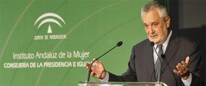La Junta de Andalucía defiende su ayuda a Cuba o a una playa de El Salvador