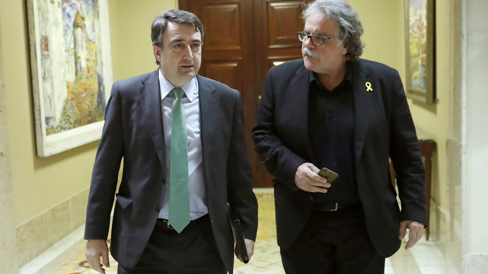 Foto: Los portavoces en el Congreso del PNV, Aitor Esteban, y de ERC, Joan Tardà. EFE Chema Moya