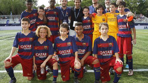 El Barça da marcha atrás tras prohibir a sus jugadores alevines posar con Raúl