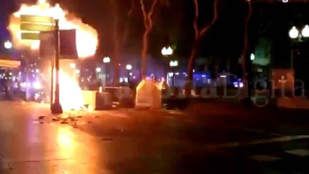 Explota una supuesta bombona de gas en una barricada en Tarragona