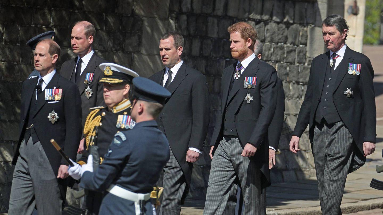 Guillermo y Harry, separados por su primo. (Cordon Press)
