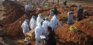 Post de Indonesia obliga a varios negacionistas antimascarillas a cavar tumbas