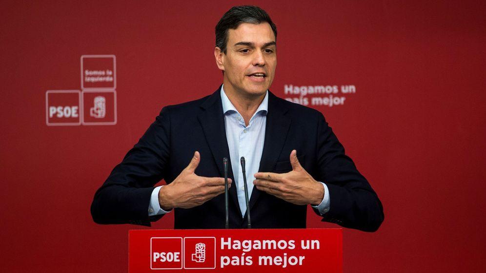 Foto: El secretario general del PSOE, Pedro Sánchez, durante el anuncio de la moción de censura. (EFE)