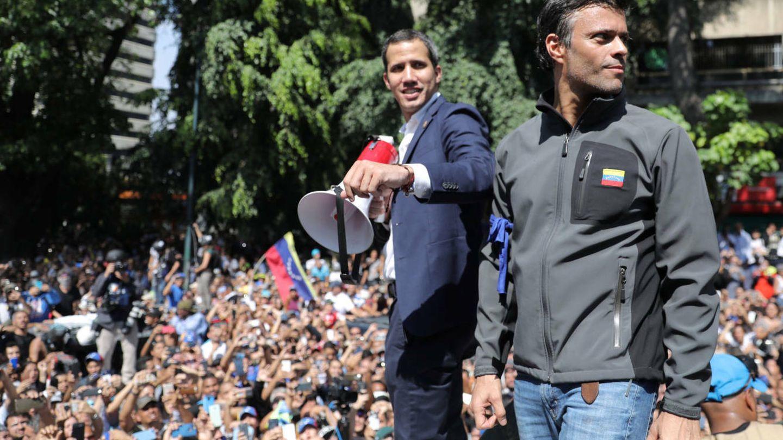 Los opositores a Maduro Juan Guaidó y Leopoldo López en un mitin en Caracas.(Reuters)