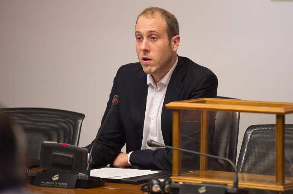 Foto: El parlamentario de Geroa Bai Jokin Castiella, en la Cámara foral. (Parlamento de Navarra)
