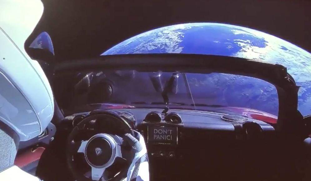 Foto: Tesla Roadster, viajando por el espacio.