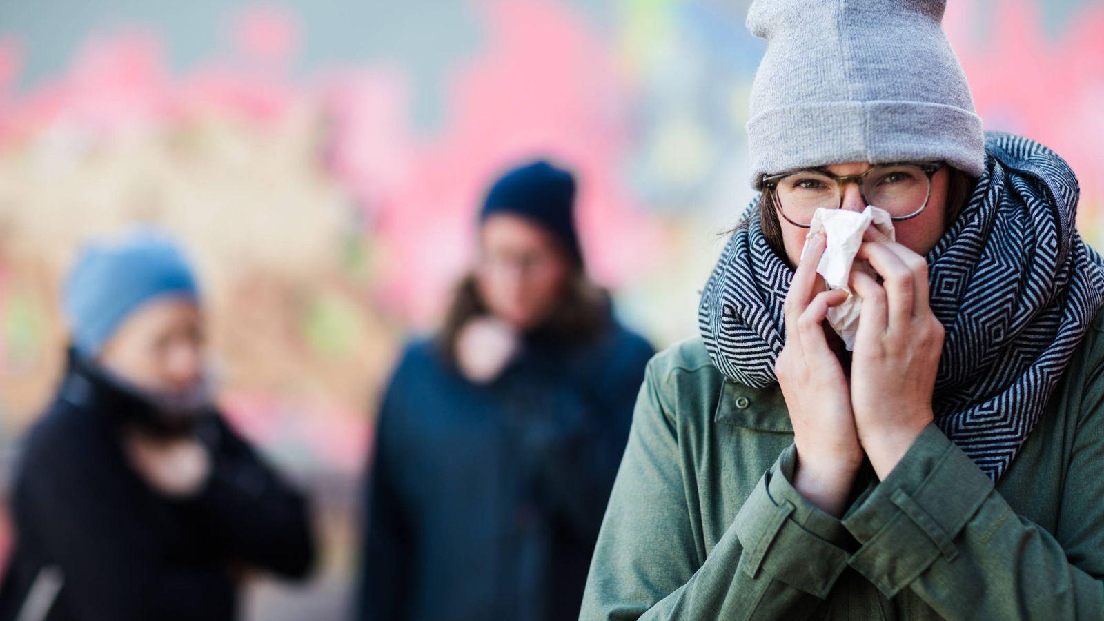 Foto: ¿Y si las prendas de invierno estuviesen fomentando tu resfriado? (iStock)