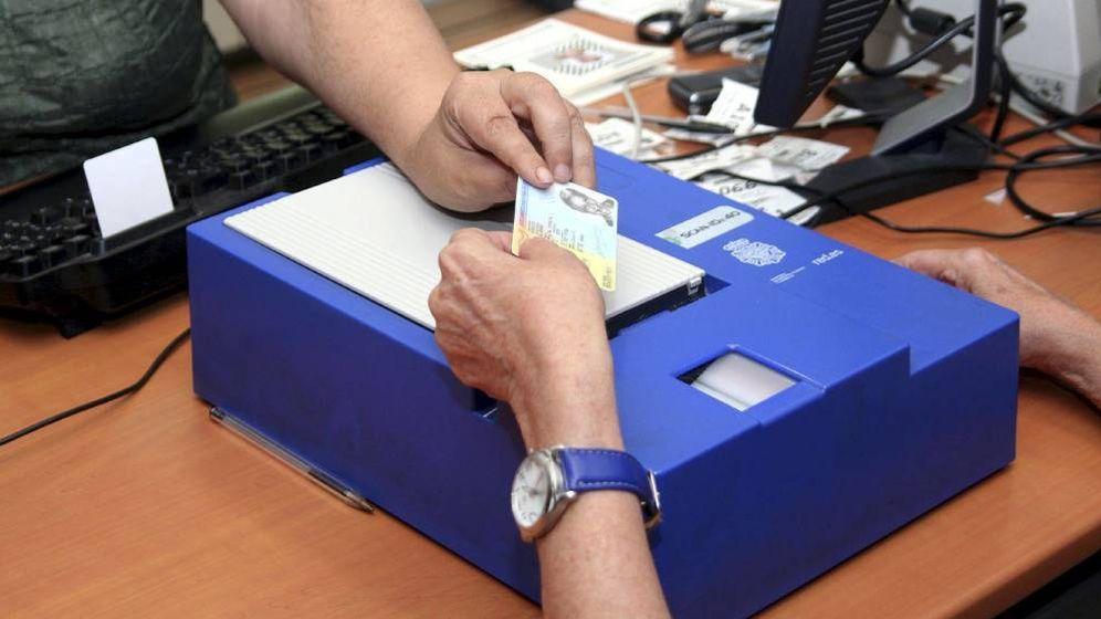 Hacienda las oficinas del dni pierden m s de euros for Oficinas renovacion dni