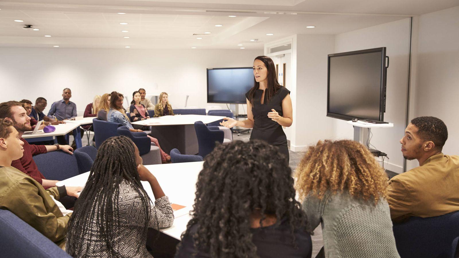 Foto: La educación continúa en la edad adulta. (iStock)