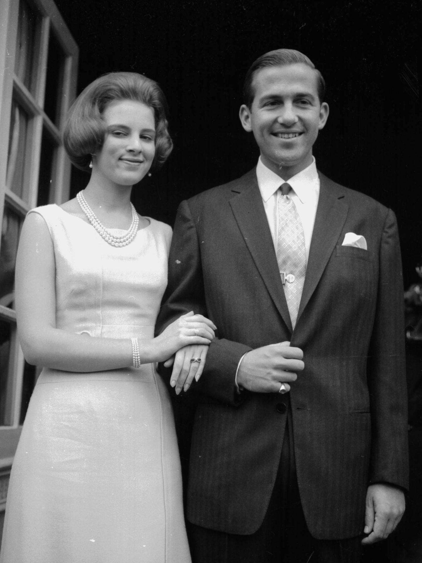 Constantino y Ana María, en 1964, cuando eran reyes de los helenos. (Getty)