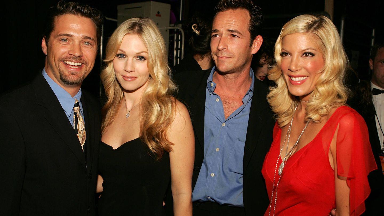 Cuatro de los protagonistas de 'Sensación de vivir': Jason Priestley, Jennie Garth, Luke Perry y Tori Spelling.