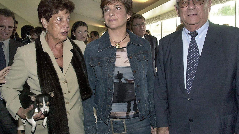 Foto: Arantxa Sánchez Vicario con sus padres, Emilio y Marisa (Efe)