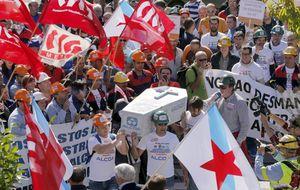 Trabajadores de Alcoa (Asturias) marchan hacia la Delegación del Gobierno este lunes