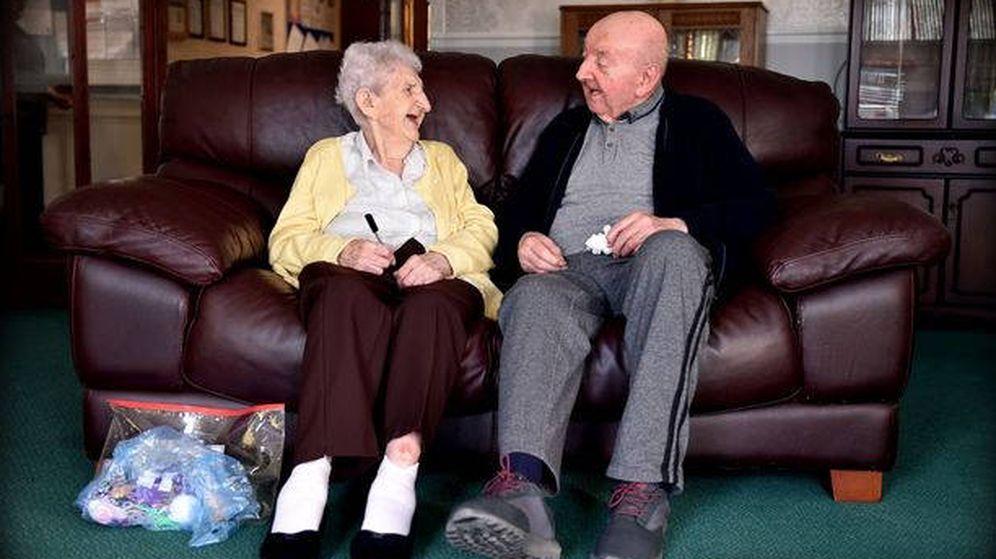 Foto: Ada y Tom Keating, inseparables en su residencia (Foto: Twitter)