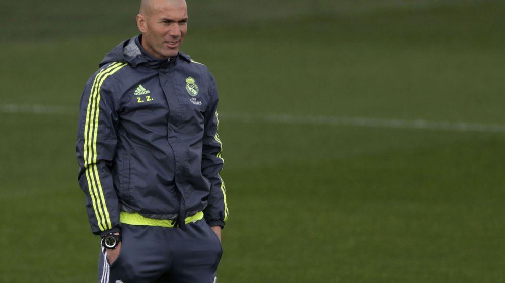 Foto: Zidane, en el entrenamiento del Madrid (EFE)