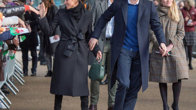 Harry y Meghan, en Cardiff. (Reuters)