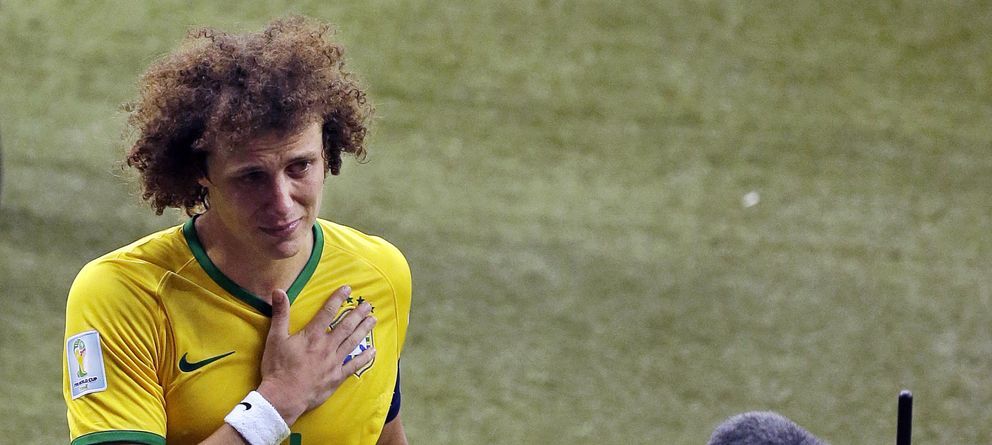 Foto: Un detrozado David Luiz tras la humillante derrota de Brasil (AP)