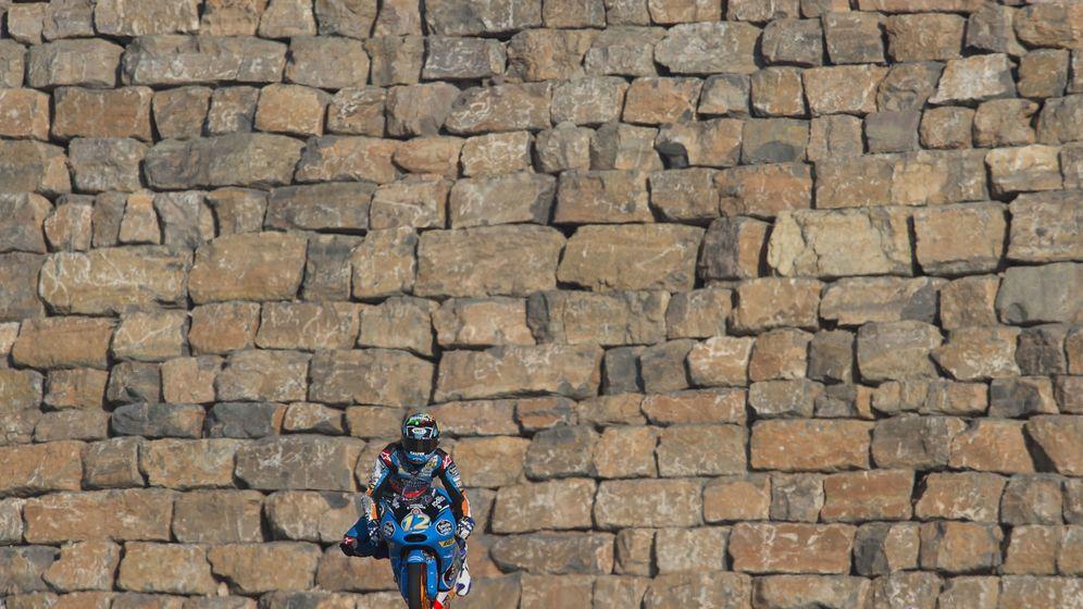 Foto: Àlex Márquez ante el característico muro de MotorLand (Mirco Lazzari).