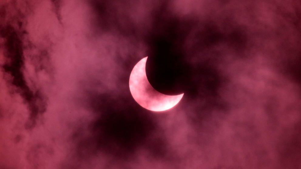 Así se ha podido ver en el Sudeste Asiático el último eclipse de este año