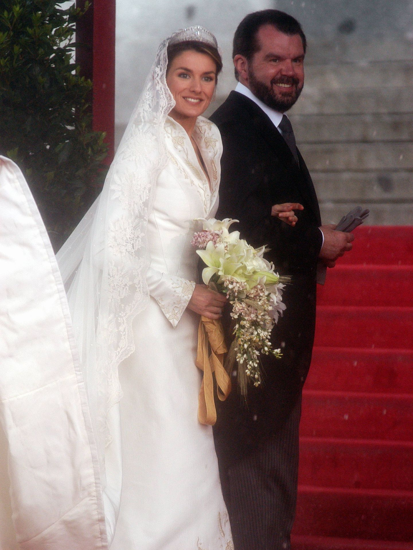 Jesús Ortiz, entrando a la catedral con su hija. (Cordon Press)