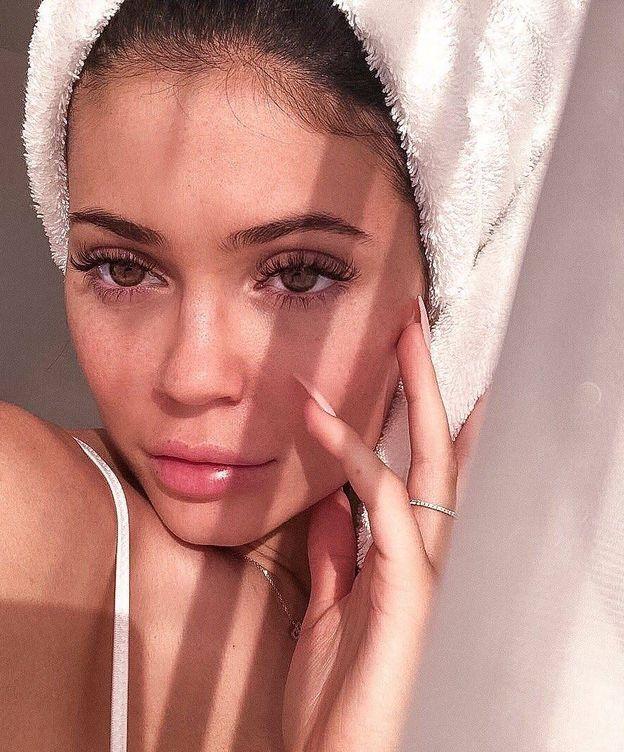 Foto: Kylie se pasa a la cosmética facial. (Instagram @kylieskine)