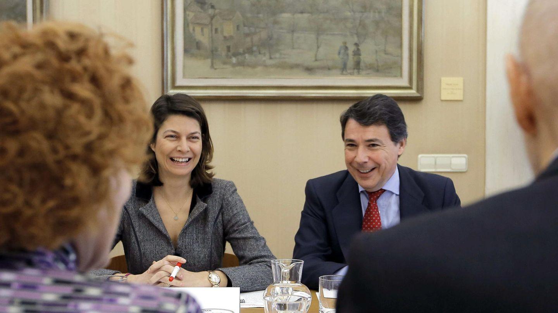 La consejera de Educación madrileña, Lucía Figar,y el presidente de la Comunidad, Ignacio González. (Efe)