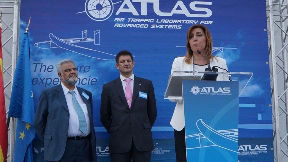 Díaz exhibió un 'drone' de Defensa para el proyecto civil de la Junta