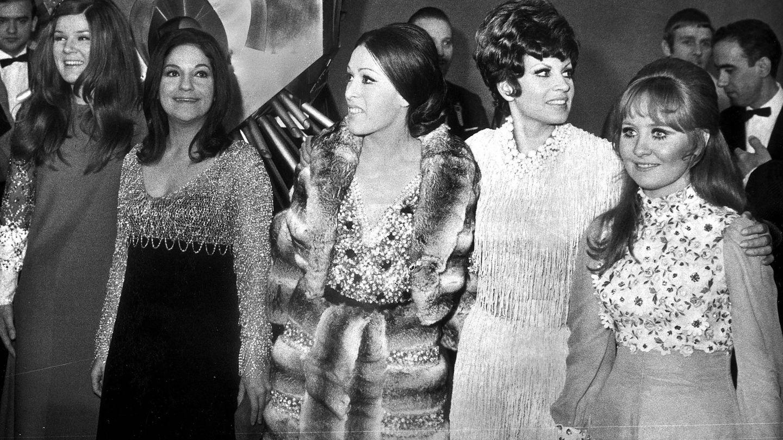 Salomé, con Massiel y otros participantes de Eurovisión 1969, que se celebró en Madrid. (Cordon Press)