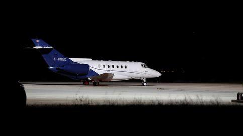 Ghali sale de España desde el aeropuertode Pamplona en un avión de Argelia