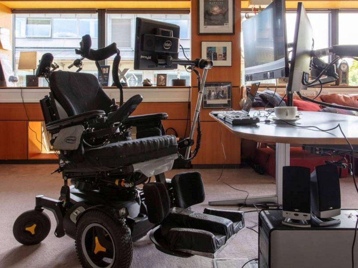 Foto: El archivo y la silla de Stephen Hawking se conservarán en museos de Londres. (EFE)
