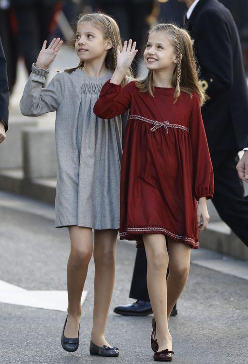 La princesa y la infanta saludan a su llegada