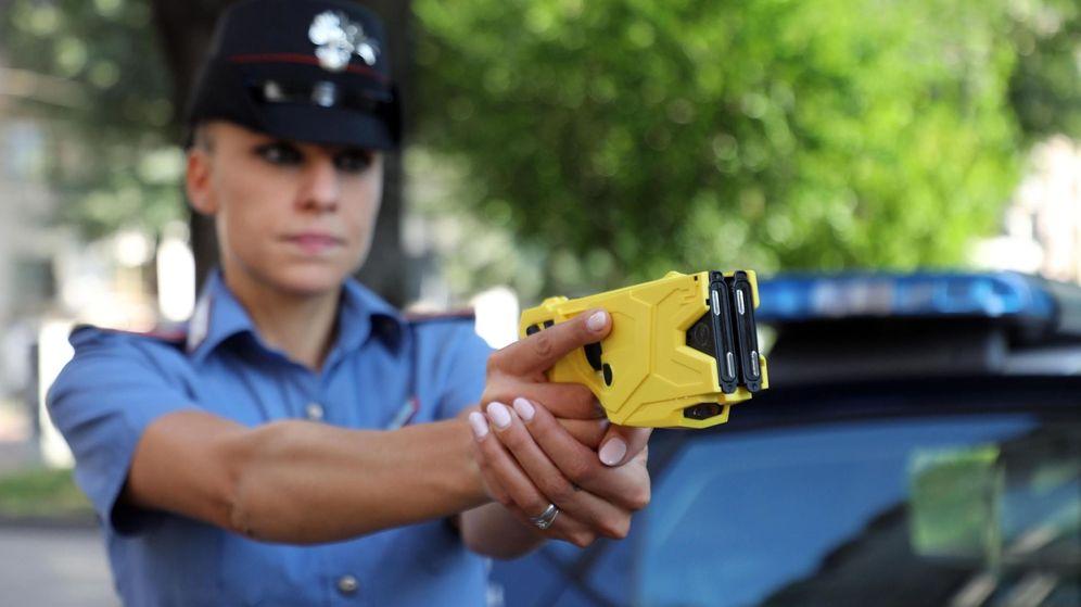 Foto: La Policía italiana ha incorporado el táser este mismo mes en varias ciudades. (EFE)
