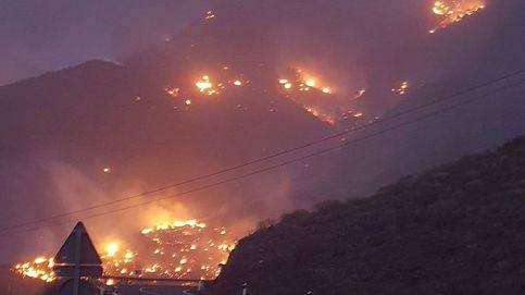 El incendio de Tasarte en Gran Canaria quema varias casas y 150 hectáreas