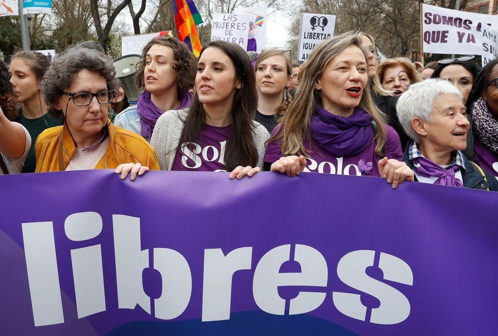 Foto: Irene Montero, ministra de Igualdad, junto a Beatriz Gimeno, Victoria Rosell y Boti García, el pasado 8 de marzo. (EFE)