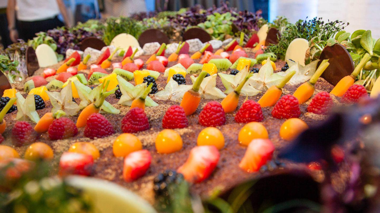 Huerto dulce de yogur con frutas exóticas y vegetales confitados. (Jorge Álvaro)
