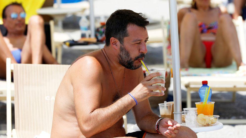 Foto: Matteo Salvini, en la playa. (Reuters)